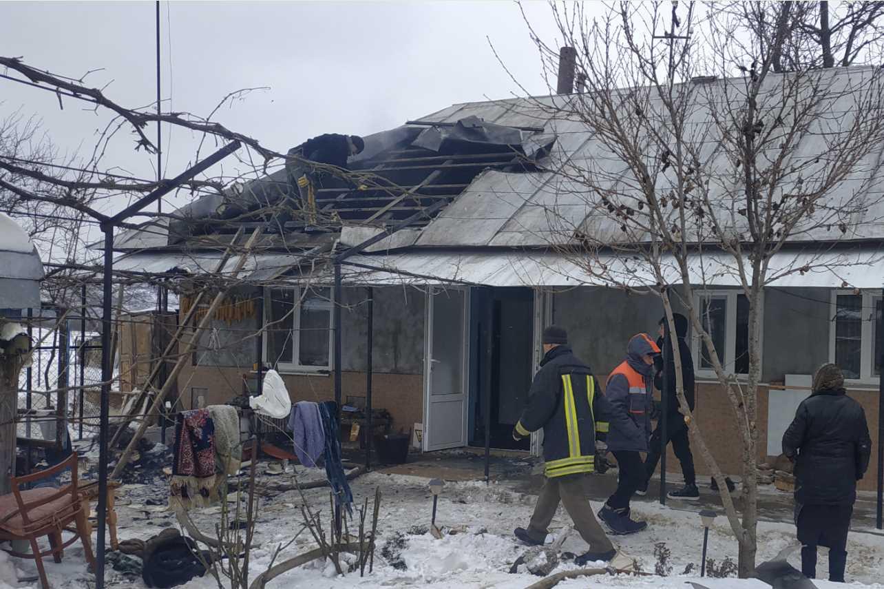 Пожежа в смт.Кострижівка, через недоліки димаря палав житловий будинок